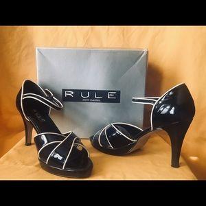 Rule Steve Madden women's black shoes